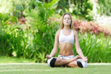 Комплекс упражнений йоги для женщин после 40, 50, 55 лет