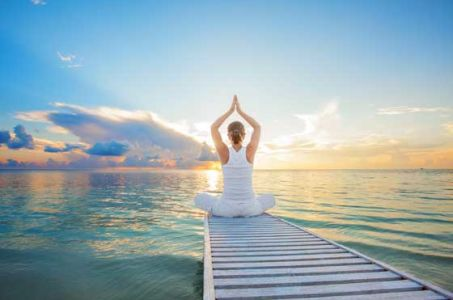 Серебряная философия востока – йога поза лотоса