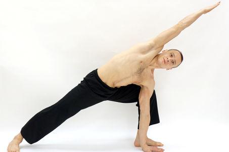 Растягиваем свое тело с помощью позы интенсивного бокового вытяжения