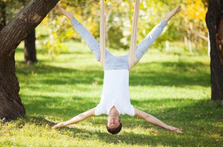 Упражнения по антигравити йоге