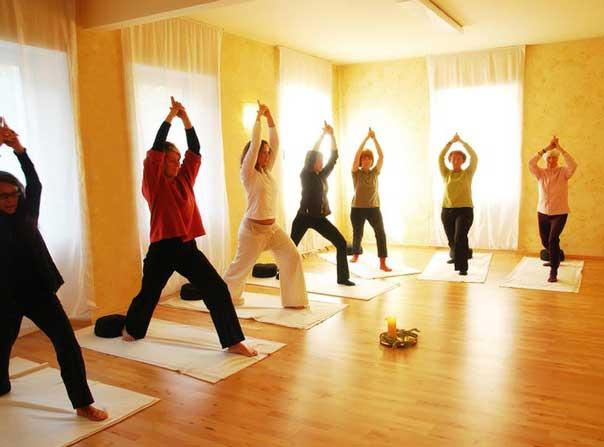 йога для пожилых упражнения